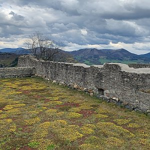 Hukvaldy - hradní vrch