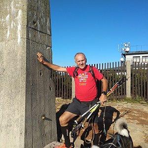 Joch a Dingo na vrcholu Lysá hora (14.10.2019 15:09)