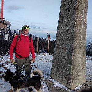 Joch a Dingo na vrcholu Lysá hora (1.12.2019 15:45)