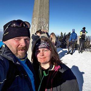 Martin a Jana Halamíčkovi na vrcholu Lysá hora (25.1.2020 12:51)
