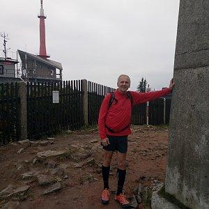 Joch a Dingo na vrcholu Lysá hora (27.10.2018 12:41)