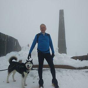 Joch a Dingo na vrcholu Lysá hora (18.10.2020 16:24)