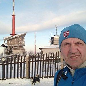 Joch a Dingo na vrcholu Lysá hora (2.12.2020 15:27)