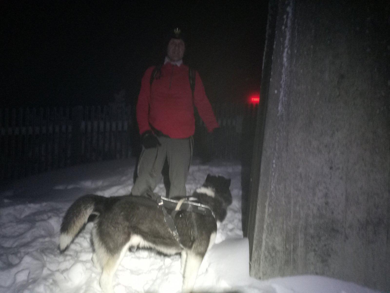Joch a Dingo na vrcholu Lysá hora (11.12.2018 19:09)