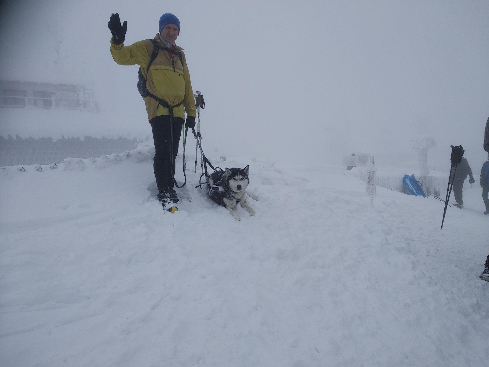 Joch a Dingo na vrcholu Lysá hora (13.1.2019 12:14)