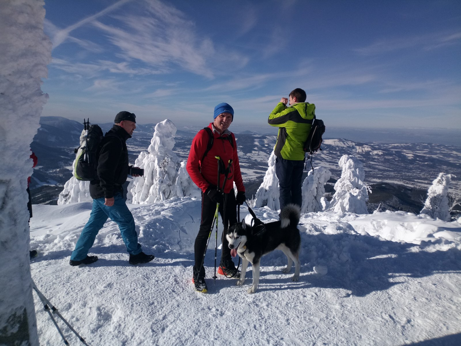 Joch a Dingo na vrcholu Lysá hora (19.1.2019 12:07)