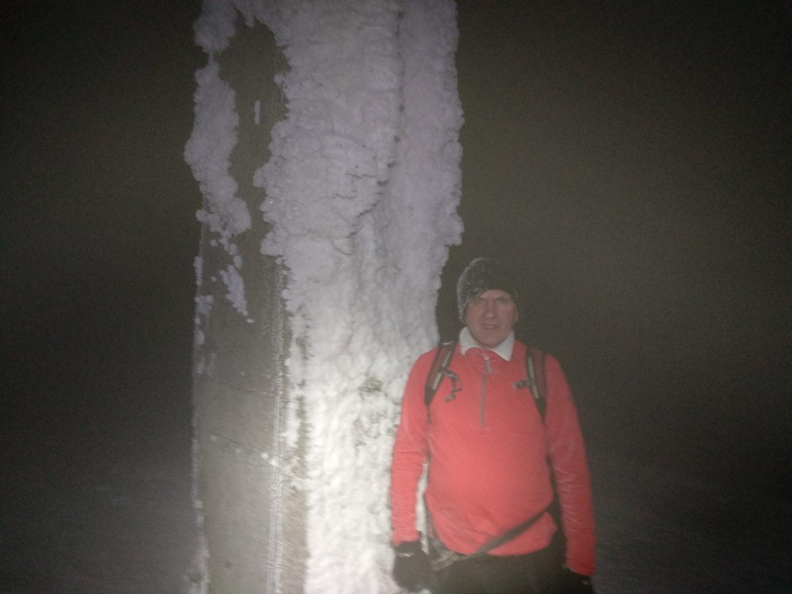 Joch a Dingo na vrcholu Lysá hora (24.1.2019 18:53)