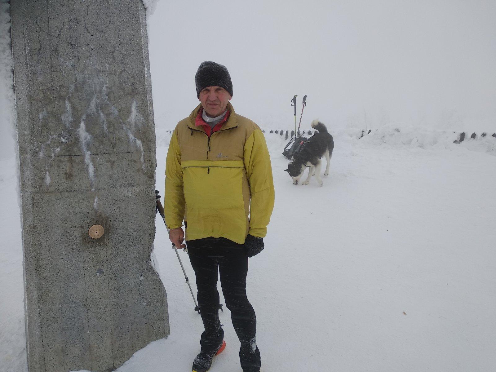 Joch a Dingo na vrcholu Lysá hora (26.1.2019 10:44)