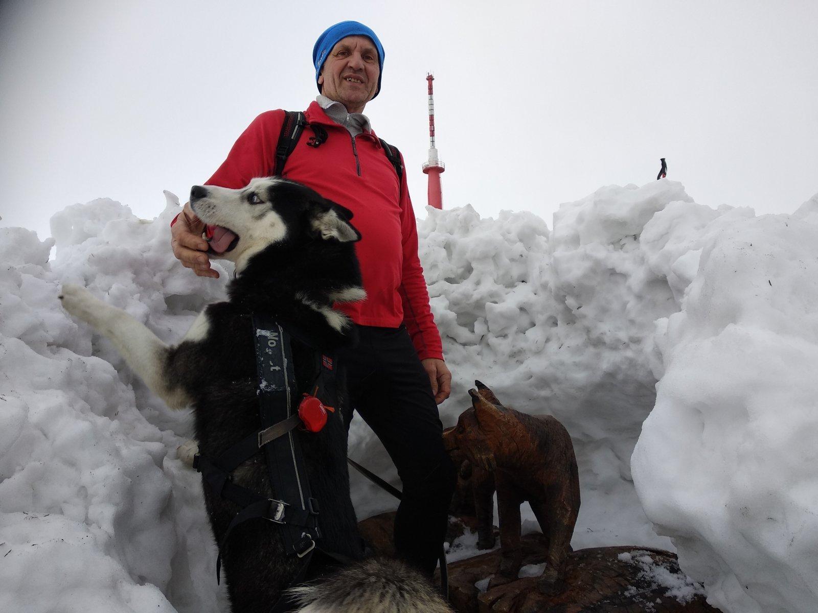 Joch a Dingo na vrcholu Lysá hora (3.2.2019 12:34)