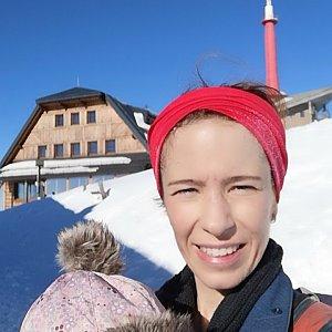 Apolenka Uhříková na vrcholu Lysá hora (6.2.2019 13:33)