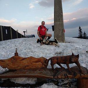 Joch a Dingo na vrcholu Lysá hora (4.4.2019 18:59)