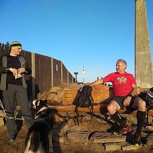 Joch a Dingo na vrcholu Lysá hora (25.4.2019 19:03)