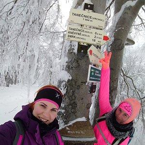 BarůůŠ Heczková na vrcholu Tanečnice (27.1.2019 12:48)