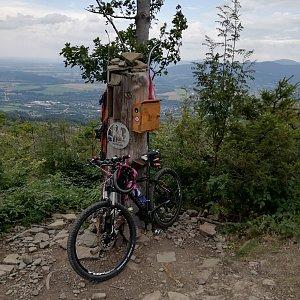 Jana F na vrcholu Ondřejník - Vrchol (16.8.2021 17:11)