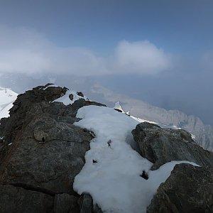 Bouřka na vrcholu Gross Fiescherhorn (30.7.2020 10:11)
