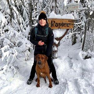 Karin Satoriová na vrcholu Ropice (2.1.2020 10:37)