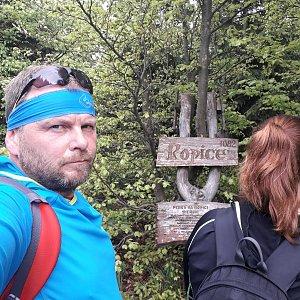 Martin a Jana Halamíčkovi na vrcholu Ropice (20.5.2018 11:09)