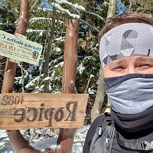Igor Gluza na vrcholu Ropice (25.3.2020 10:46)