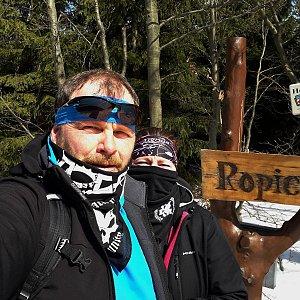 Martin a Jana Halamíčkovi na vrcholu Ropice (4.4.2020 11:40)