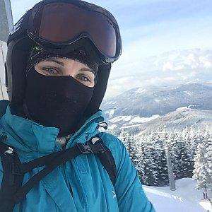 Kačaba Mikulenková na vrcholu Medvědí hřbet (3.2.2018 13:16)