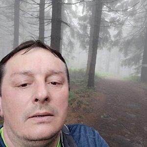 Roman Grebenar na vrcholu Zimný (12.7.2020 6:59)
