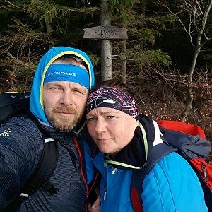 Martin a Jana Halamíčkovi na vrcholu Folvark (17.11.2019 11:11)