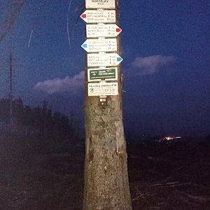 Baru na vrcholu Kostelky (5.6.2021 21:50)