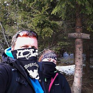 Martin a Jana Halamíčkovi na vrcholu Slavíč (4.4.2020 14:29)