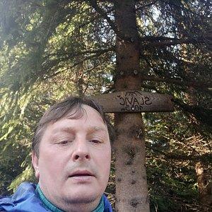 Roman Grebenar na vrcholu Slavíč (8.5.2020 7:46)