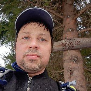 Roman Kroča na vrcholu Slavíč (25.4.2021 14:25)