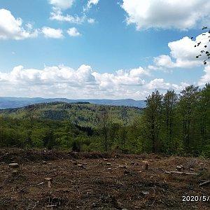 karina gasova na vrcholu Velký Sošov (4.5.2020 12:08)