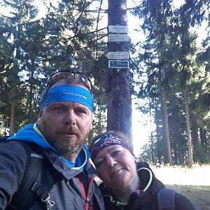 Martin a Jana Halamíčkovi na vrcholu Kobylanka (24.11.2019 12:00)