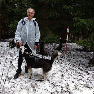 Joch a Dingo na vrcholu Kobylanka (6.4.2019 12:58)