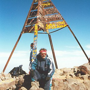 Jarda Vála na vrcholu Jebel Toubkal (2.6.2002)