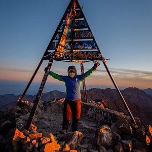 Iveta Steinerová na vrcholu Jebel Toubkal (10.11.2019 7:30)