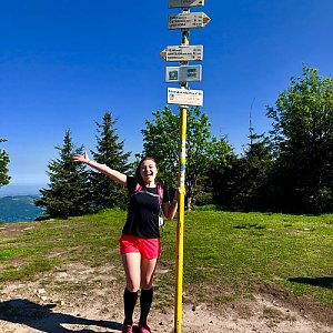 Nicole na vrcholu Smrk (9.6.2019 8:41)