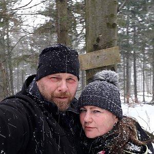 Martin a Jana Halamíčkovi na vrcholu Velká Stolová (7.3.2020 12:02)