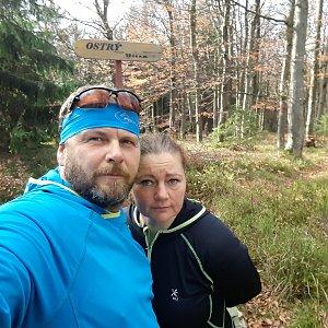 Martin a Jana Halamíčkovi na vrcholu Ostrý (19.10.2019 13:23)