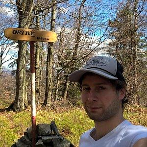 Jack Skurello na vrcholu Ostrý (14.4.2018 12:55)
