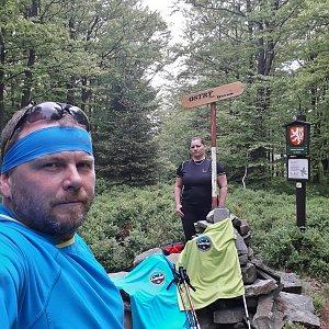 Martin a Jana Halamíčkovi na vrcholu Ostrý (20.5.2018 13:50)