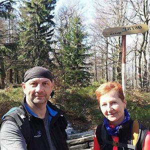 Dana + jirka na vrcholu Ostrý (8.4.2020 15:01)