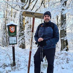 Jiří Gryz na vrcholu Ostrý (10.1.2021 9:49)