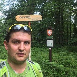 Radim Škrabánek na vrcholu Ostrý (16.7.2019 8:39)