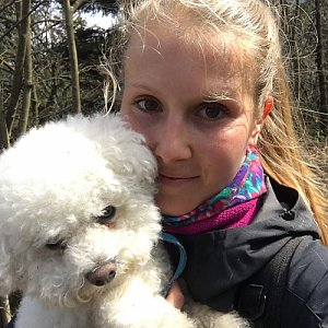 Natálie Cváčková na vrcholu Skalka (na Pustevnách) (18.4.2018 10:41)