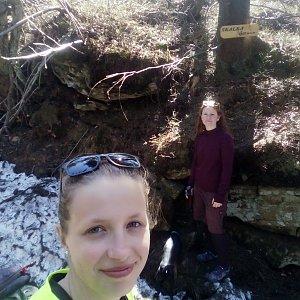 V+V Soklíci na vrcholu Skalka (na Pustevnách) (19.4.2019 13:02)
