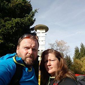 Martin a Jana Halamíčkovi na vrcholu Javorový vrch (19.10.2019 10:26)