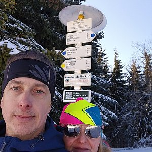 I+L Rajnochovi na vrcholu Javorový vrch (8.2.2020 14:05)