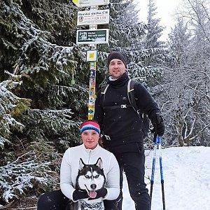 Nikol Podesvova na vrcholu Javorový vrch (6.2.2021 13:55)