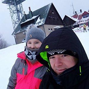Saliris Napapijri na vrcholu Javorový vrch (27.1.2019 13:00)