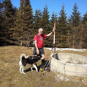 Joch a Dingo na vrcholu Javorový vrch (31.3.2019 13:44)